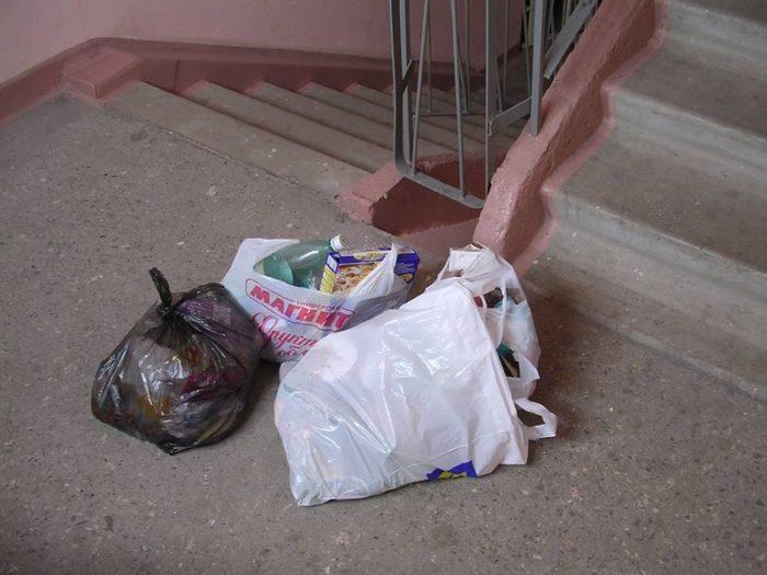 мусор в подъезде